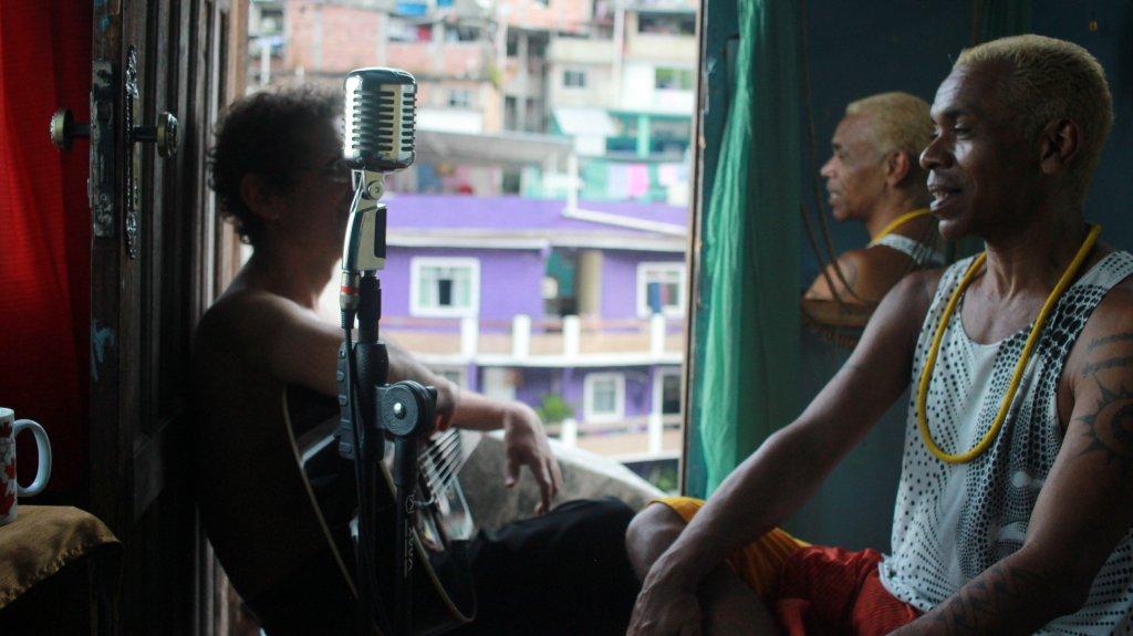 Mostra lado B da favela
