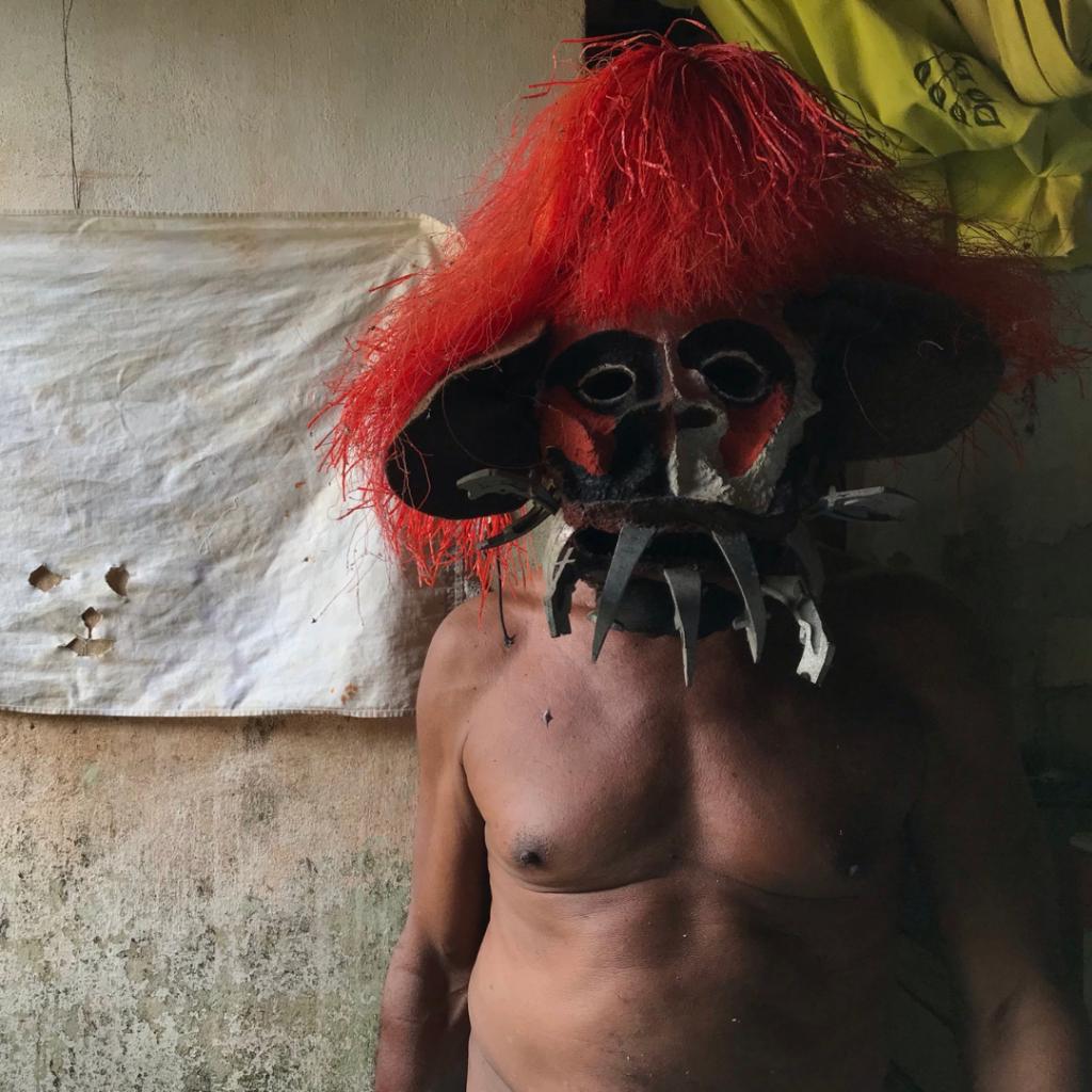 High-tech mítico: Cazumbá recebe as máscaras de proteção